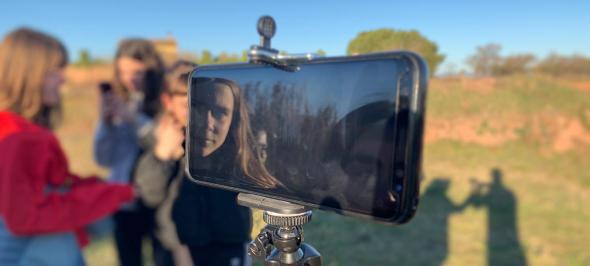 """""""Medi ambient i vídeo mòbil"""": el curs gratuït per a joves, de Gedi Media, Meandre i la Fundació Aigües de Manresa"""