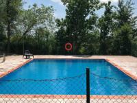 Tècnic Piscines posa a punt les piscines dels centres de la cooperativa